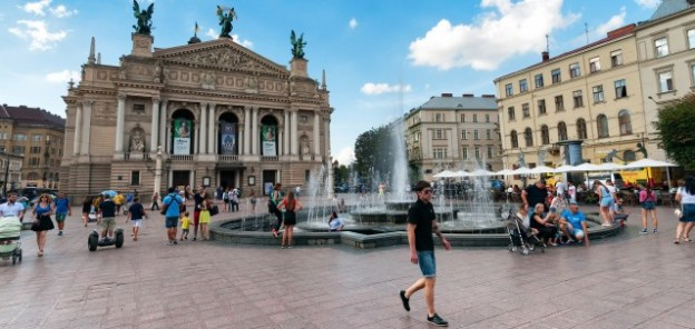 Tour the Year-Round Party in Lviv, the Cultural Capital of Ukraine with http://www.redappleapartments.com