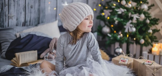 Five Reasons Not to Travel with Gifts! with https://www.redappleapartments.com