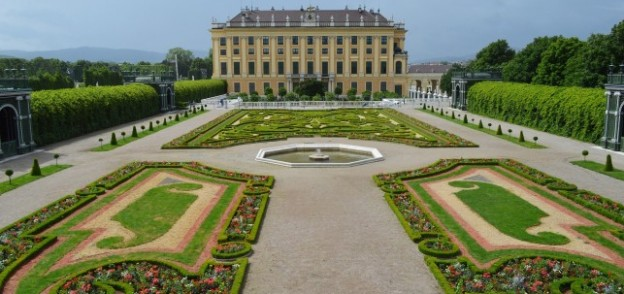 Three Reasons to Visit Vienna in the Spring with http://www.redappleapartments.com