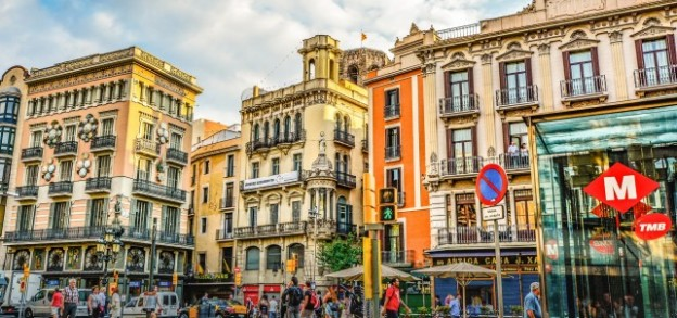 RAA's Guide to Shopping In Barcelona with http://www.redappleapartments.com